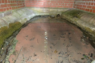 A bit more interesting! Within the brick chamber, a basin made of natural rock and medieval stonework?