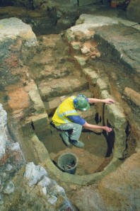 The Mikveh excavated. Andy ChoppingMuseum of London Archaeology copyright